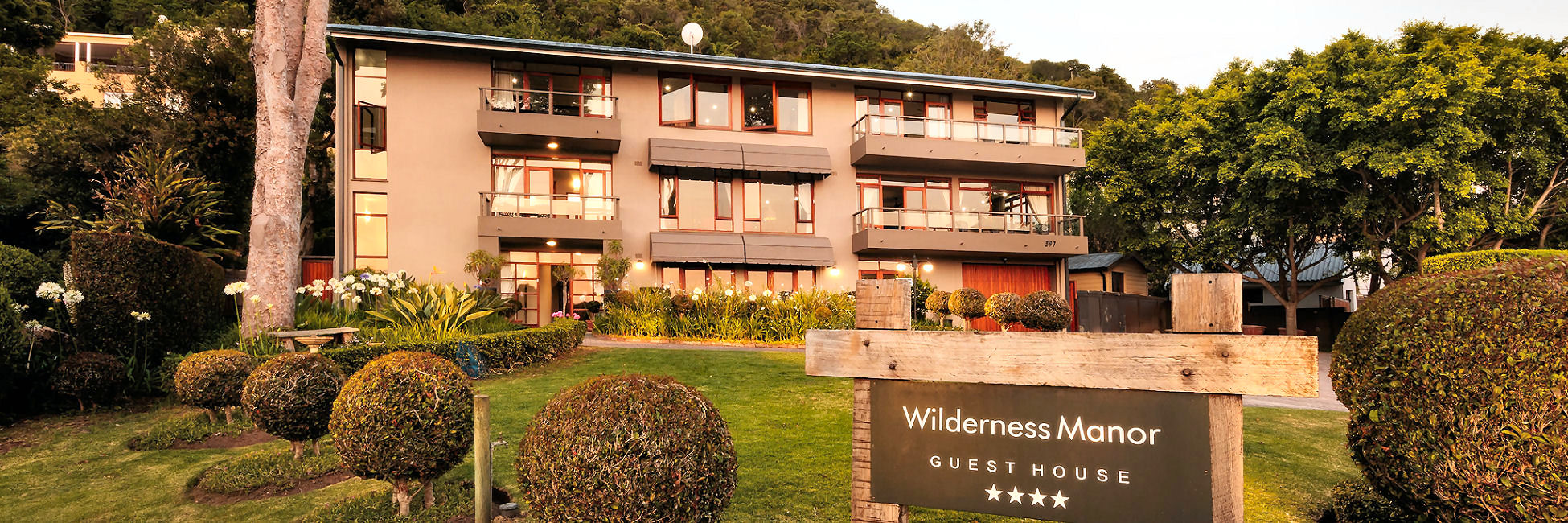 Wilderness Manor Guest House Exterior